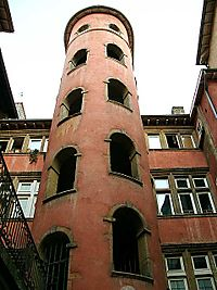 La Tour rose courtyard