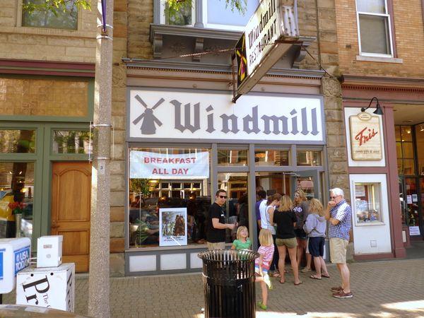 restaurants in holland mi