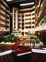 Holiday_inn_atrium