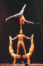 Cirque_acrobats